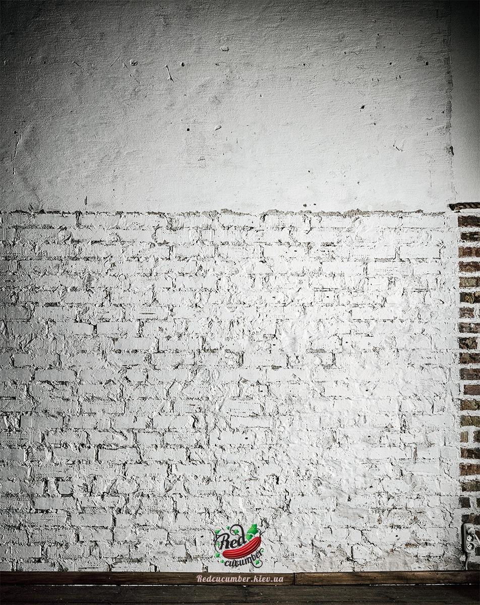 white_wall_