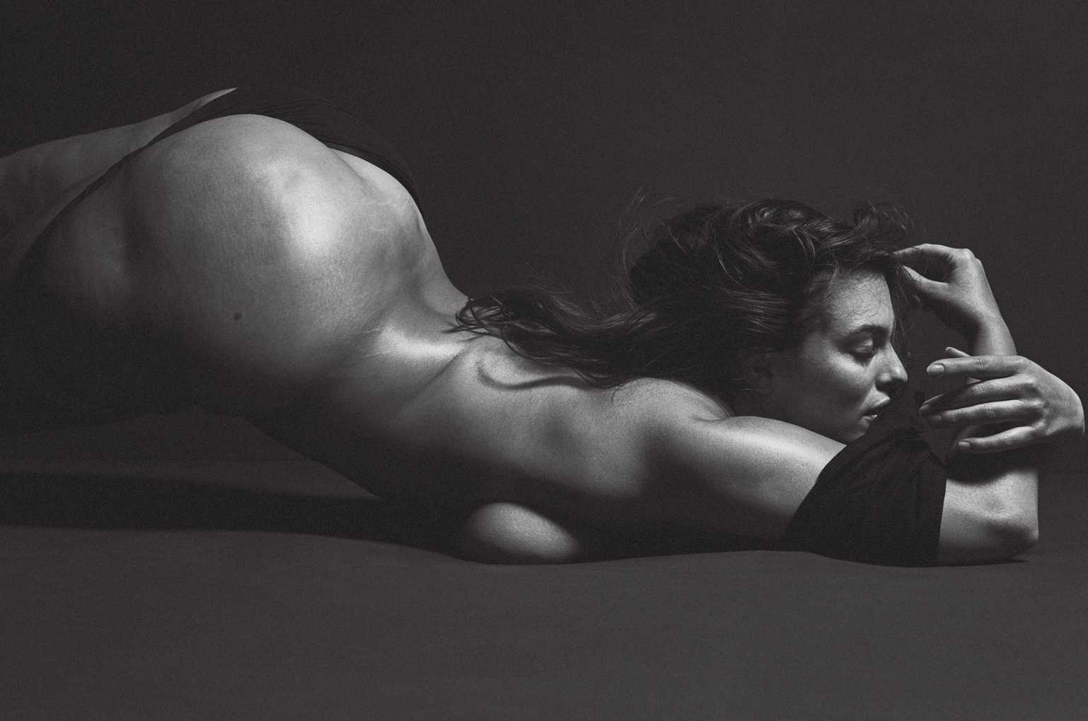 Ashley-Graham-Photoshoot-By-Mario-Sorrenti-For-V-Magazine-May-2017-1